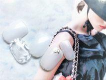 定額Dコース¥8500- (ご新規様¥6800-) シアーホワイトにリーフ柄と先端ラメで先取り夏ネイルです♪*+